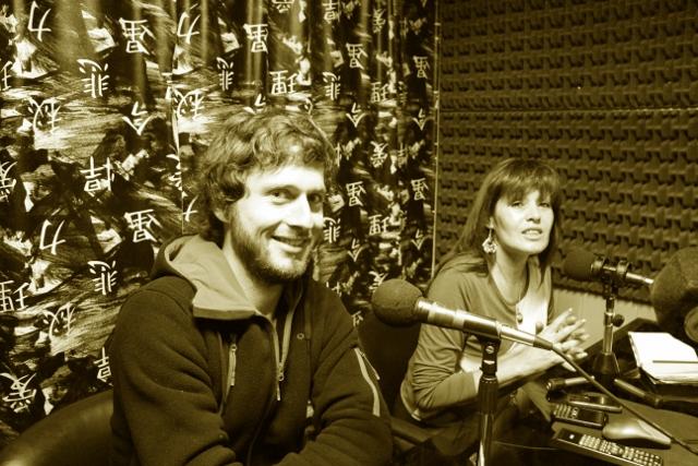 Un poco de la granja en la radio por la voz de un voluntario